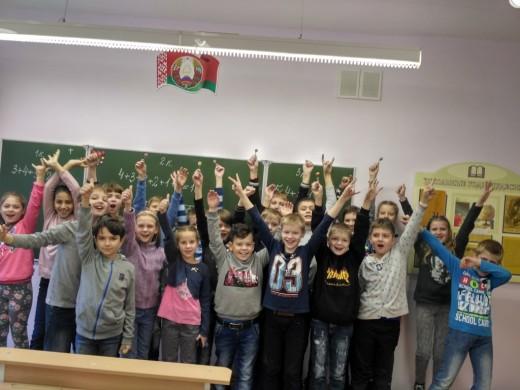 21 октября, в шестой школьный день, прошла интеллектуальная игра «Умники и умницы», в которой приняли активное участие учащиеся  4 «Н» и 4 «Э» классов