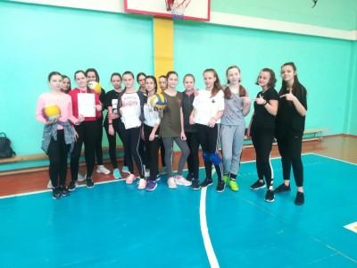 16 марта, в шестой школьный день, в гимназии прошел турнир по пионерболу среди учащихся 7-х классов (девочки).