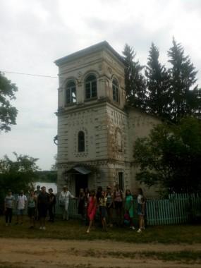 7-й день передвижного оздоровительного лагеря «Юный краевед»  посвящён выезду в бывшее имение графов Умястовских — Жемыславль.