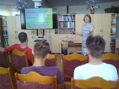 12 июня библиотекари в рамках программы профильной практики познакомили учащихся 10и класса со справочно-библиографическим аппаратом библиотеки, рассказали о видах каталогов.